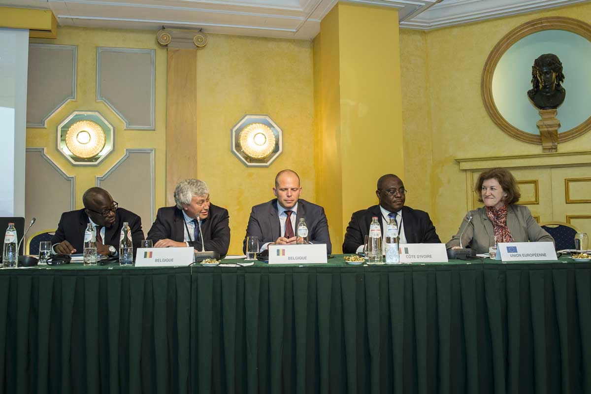 Thematic-meeting-Brussels-table